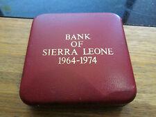 1974 Royal Nuovo di zecca SIERRA LEONE ARGENTO PROOF 1 LEONE Coin-boxed/COA 10th ann.