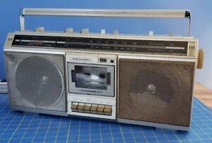 Vintage Realistic Model SCR-19 AM/FM Radio Boombox Cassette Deck