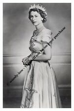 mm718- young Queen Elizabeth wears gown - Royalty photo 6x4