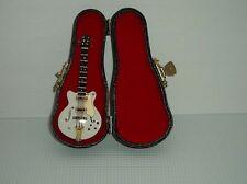Gibson Guitar With Hard Case, Miniatures Doll House, Musical Instrument 1.12th
