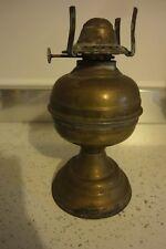 Antico lume a petrolio in metallo da restaurare anni' 30. Alto cm. 19