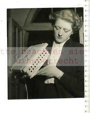 ORIGINAL PRESSEFOTO: 1955 ELECTRIC GAS ALARM CLOCK at VIENNA SPRING FAIR  POPPER