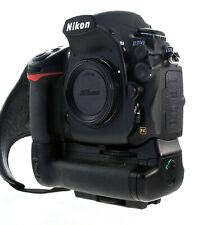 Nikon D700 Kameragehäuse mit MB-D 10 Griff  nur 8400 Auslösungen - 35990