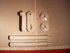 Befestigungsset mit Riegel für SANIT Betätigungsplatte, kleine Revisionsöffnung