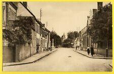 cpa Vue Rare 28 - SENONCHES (Eure et Loir) Rue de la GARE Animée Monument