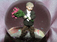 KIM ANDERSON BASHFUL BEAUTY SNOWGLOBE BOY HOLDING BOUQUET 248828 FOREVER YOUNG