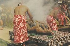 CM02. Postcard. Cooking a Luau Pig in a Polynesian Underground oven. Hawaii.