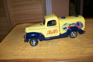 Golden Wheels Pepsi Cola 1940 Ford Tanker Truck 1/18