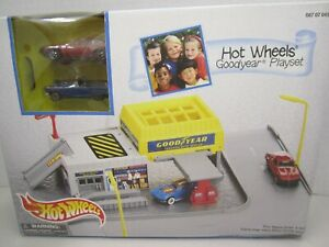Hot Wheels Goodyear Playset Comes with two Hot Wheels Cars 1996 Mattel - # 65686