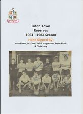 LUTON TOWN RESERVES 1963-1964 SEASON ORIGINAL HAND SIGNED TEAM GROUP 5 X SIGS