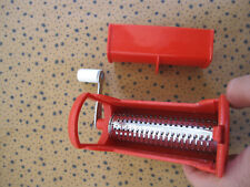Râpe à Fromage plastique design Grater Vintage Made Italy 80'S Rouge eplucheur