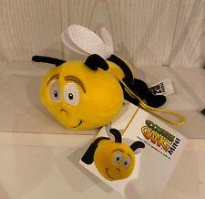 Plüschtier Biene mit Etikett
