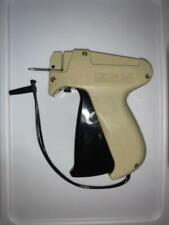 "Tagging Gun and 6 needles, Bonus 200 1"" barbs & 200 1"" J Hooks"