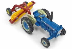Ford 5000 Tractor with New Holland Roller Bar Hay Rake -  1/64
