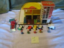 Fisher Price Little People Play Family 100% Action Garage Station lift 930 AB