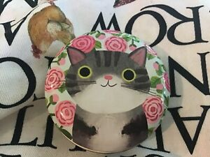 Planet Cat Round Tin , 6.5x3cms, Grey Cat with Pink Roses.