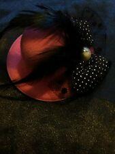 Diseño De Moda Sombrero de color rosa el pelo pinza con detalle de plumas y arco