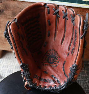 "Demarini MEDUSA A0925 MDC12 12"" Fastpitch Softball Fielders Glove RHT"