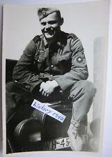 Soldat auf Motorhaube vom WH - KFZ. (Z)