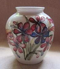 Art Deco/Jugendstil  Keramik Vase; Relief Blumenmotiv Stadn signiert