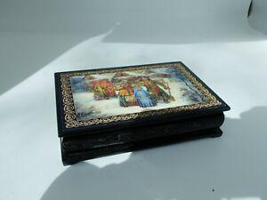 Russian Lacquer box with winter snow scene G0057