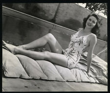 DOROTHY MALONE - Vintage 1944 Leggy Swimsuit Pinup