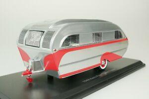 Aero Flite Falcon Travel Trailer Mobile Home 1948 Silver - Red 1/43 Neo 47260
