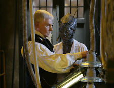 Chipo Chung and Derek Jacobi UNSIGNED photo - 386 - Doctor Who