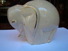 Tirelire en forme d'éléphant