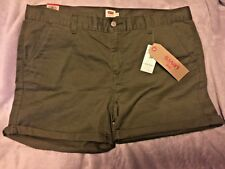 Brand New with Tags Women Levi's Green Classic Short An Everyday Eseential