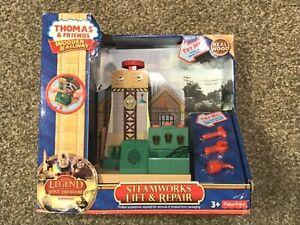 Thomas & Friends Wooden Railway Steamworks Lift & Repair Unused