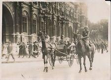 PARIS c.1930 -Le Baron Hongrois Keresztes en Tilbury, sa Femme à Cheval- PRM 600