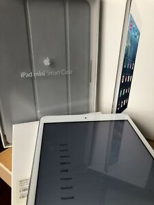 Apple iPad mini 2 16GB, Wi-Fi, 7.9in - Silver (Pristine condition)