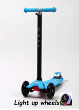 Maxi Scooter (Maxi/micro style) LIGHT UP WHEELS BLUE Boxed Tilt n Turn 4-12yrs