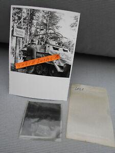 Foto-Negativ: Funk-Schützen-Panzer am Saucken-Hausen an der Ostfront 1943 / 44