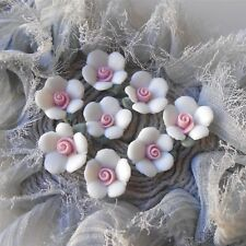 20 Petits Cabochons Fleurs en PORCELAINE Blanche Rose Modelée à la Main de 10 MM