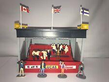 Vintage HORNBY 1:32 GRANDSTAND Building Slot Car Racing Figures Flag Scalextric