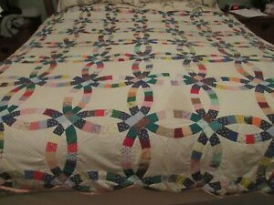 """VINTAGE HANDMADE & TIED WEDDING RING QUILT BLUE VELVETY BACKING QUILTED 78""""X91"""""""