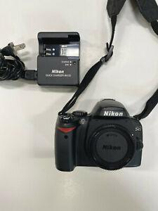 Nikon D40 Digital SLR Camera6.1 Megapixel + Charger + Battery