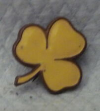VINTAGE YELLOW  ENAMEL CLOVER BRASS GIRL GUIDE BADGE DISPLAY WEAR COLLECT  d