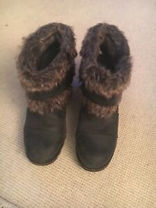 Sorel Womens 8.5 Joan Of Arctic Faux Fur Wedge Ankle Bootie Black Leather