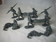 Classic Toy Soldiers WWII German Medics & Casualties in 1/32 scale