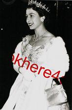 Queen Elizabeth Photo 4x6 Royal London England Great Britain Collectibles