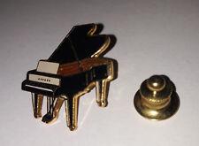 pin's musique / piano à queue (EGF doré signé Tablo 1992)