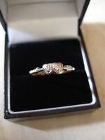 LADYS 22 CARAT & PLATINUM DIAMOND SET 2 STONE RING MADE IN ENGLAND LOVELY