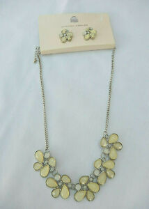 Dorothy Perkins Necklace and Earring set Ivory