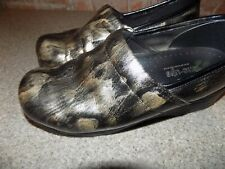 SKECHERS TONE UP SIZE 9.5 BRONZE AND BLACK COMFORT SHOES