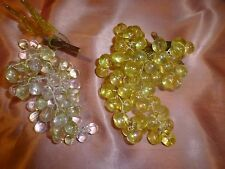 lot 2grappes de raisins décor table ,chapeau printanier etc...