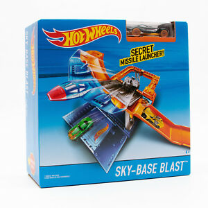 Mattel DNN75 Hot Wheels Looping Sky Base Blast geheimes Flugzeug Raketenwerfer