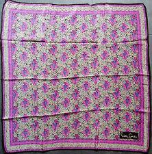 foulard carré en crêpe  PIERRE CARDIN de soie 55 cm x 58 cm VINTAGE